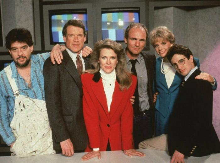 Candice Bergen Shares A First Look of the MURPHY BROWN Cast Reunited